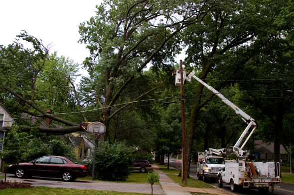 KCP&L crews were at work trying to reestablish power this morning.