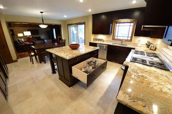 A Leawood kitchen remodel by ReTouch.